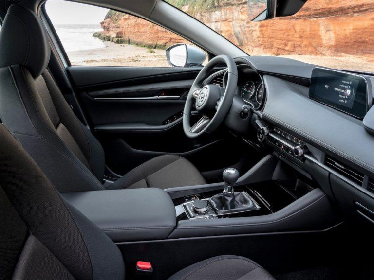 Plazas delanteras Mazda 3 sedan 2019