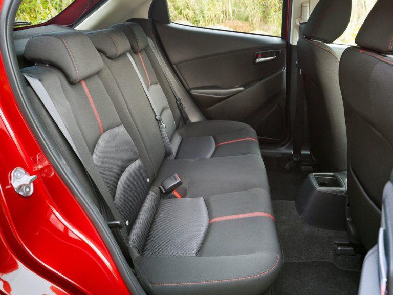Plazas traseras Mazda2 2015