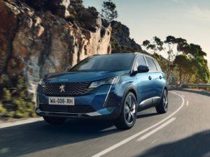 Peugeot 5008 2021 por la carretera