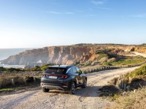 Hyundai Tucson 2021 por camino de tierra offroad